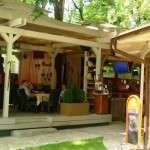Terasa restaurantului romanesc Sarpele Roz - Bucuresti