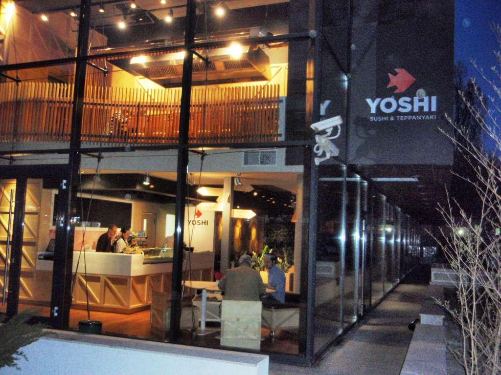 Restaurant yoshi sushi teppanyaki restograf for Divan floreasca