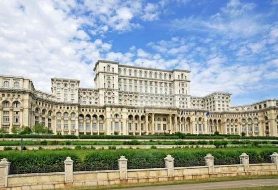 Casa Poporului // sursa foto: a1.ro