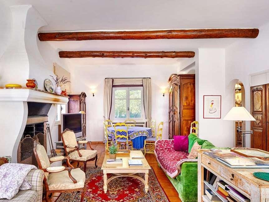 julia-child-living-room-cr-sothebys