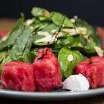 Salata cu branza de capra baby spanac si pepene rosu