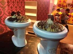 modern toilet 2