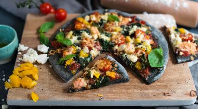 Fashion food: pizza cu cărbune și blat negru