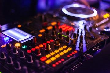 Get your groove on! 5 cluburi din Centrul Vechi, unde mergem să dansăm
