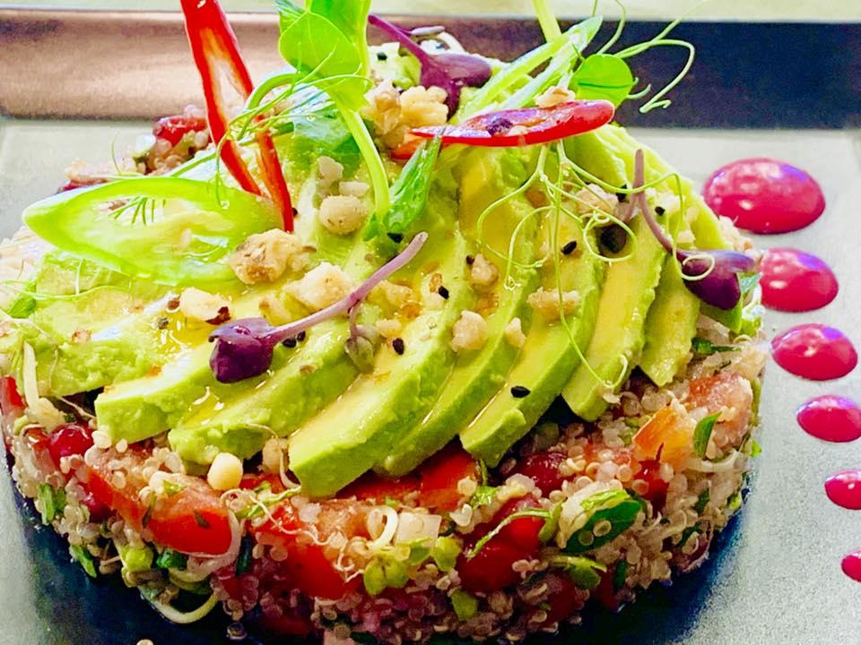 preparate de post cu quinoa, avocado si rosie