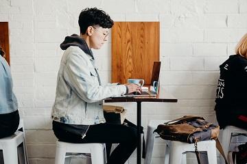 10 cafenele moderne unde poți lucra relaxat
