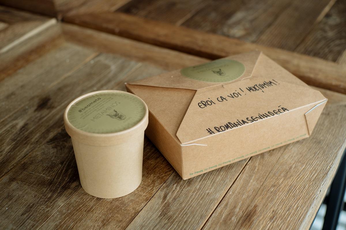 cutie cu mancare si pahar de supa donate in cadrul campanie umanitară kaiamo