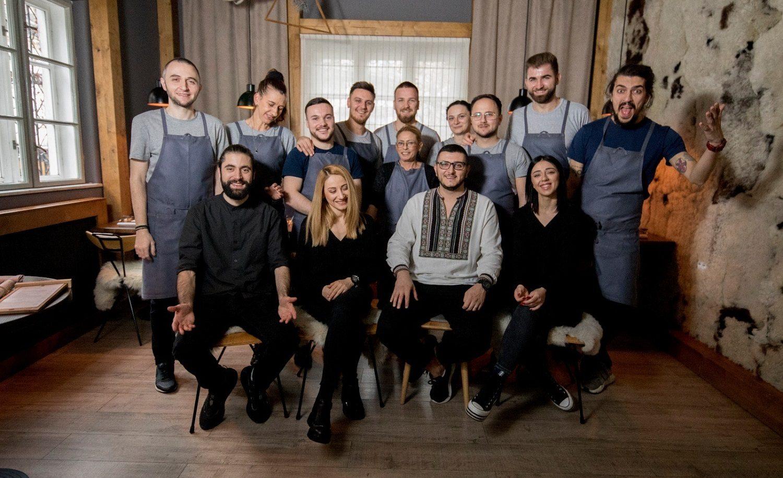 chef alex petricean si colectivul de la restaurant noua bucătărie românească