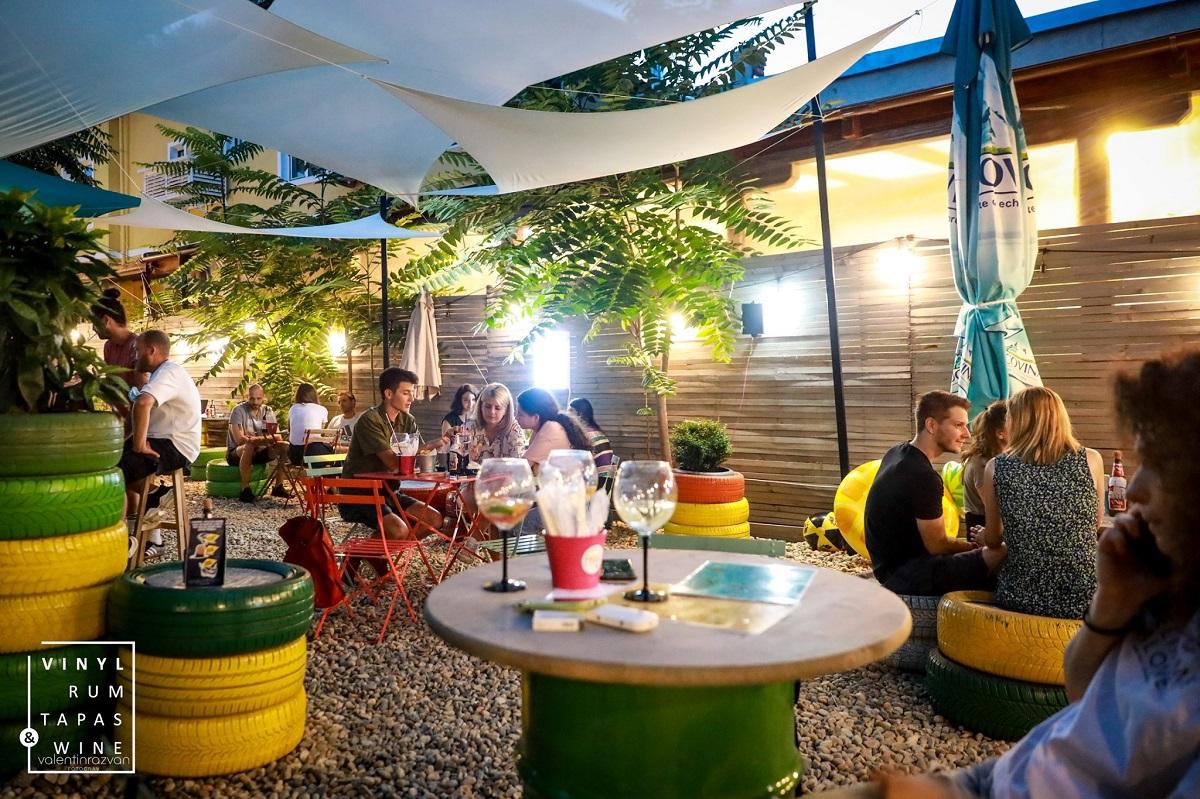imagine de ansamblu de la tersa flip flop bistroteca unde poți asculta la terasă muzică live