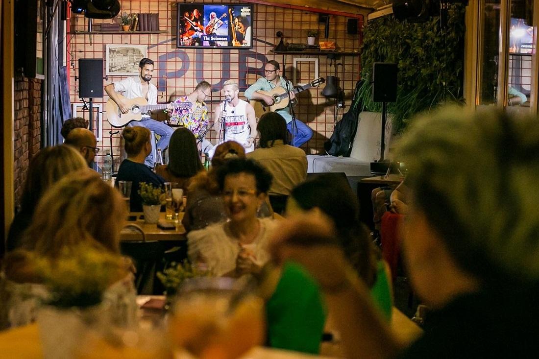 band live la terasa the ub univesității din bucurești