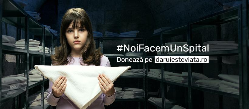 fetita cu panza impaturita, fotografiata pe fundal intunecat, pentru campania NoiFacemUnSpital al asociației Daruieste Viata