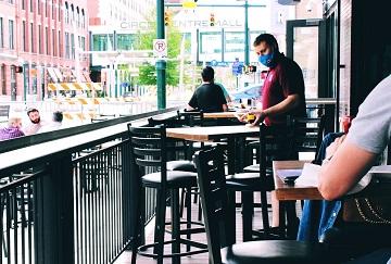 Se închid din nou la interior restaurantele și barurile din Capitală