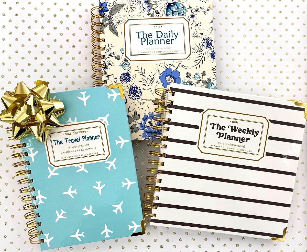 trei agende cu modele diferite, floral, in dungi si albastra cu stelute albe, de la the dots, idei de cadouri de crăciun foodie