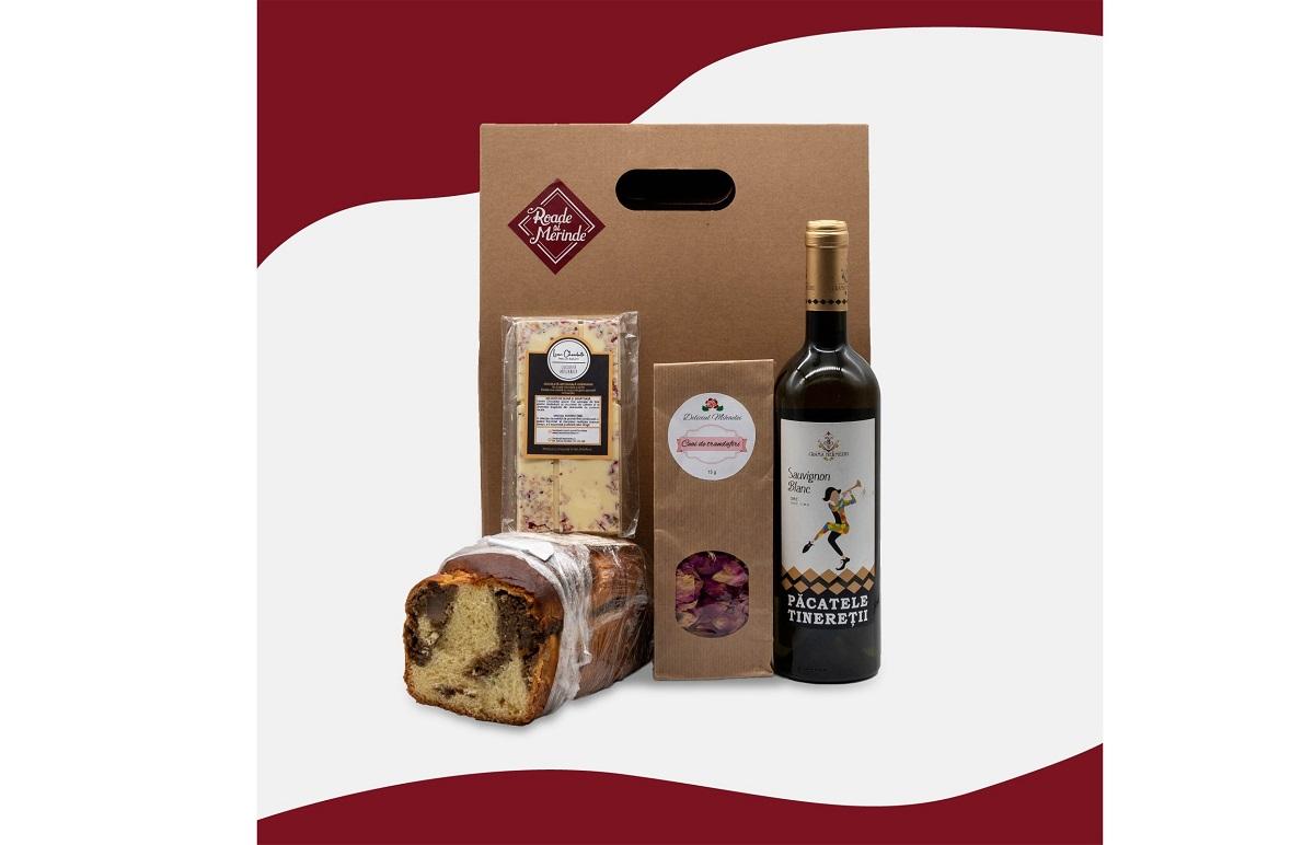 set cadou de la Roade si Merinde cu cozonac, ciocolata alba, vin si o cutie cadou pentru cadouri Crăciun foodie
