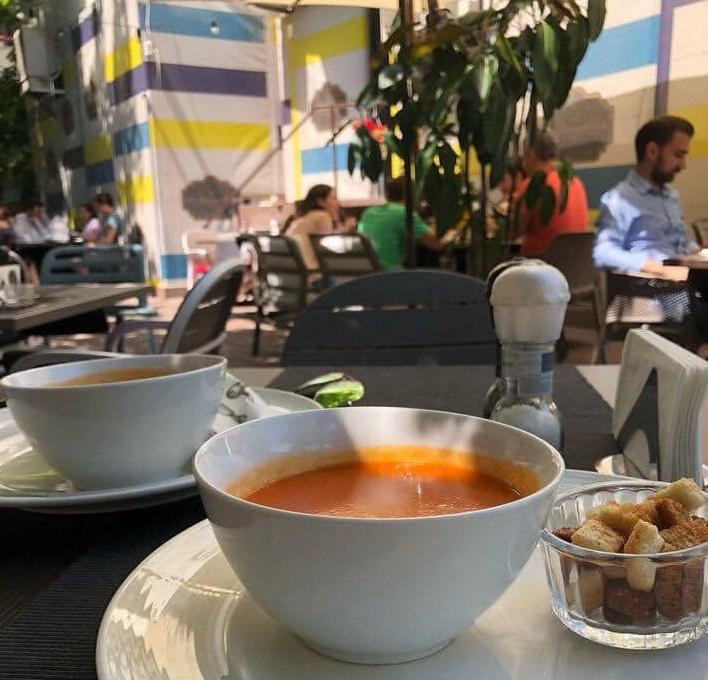un vol cu supa crema la la samuelle bucurești, oferta de business lunch