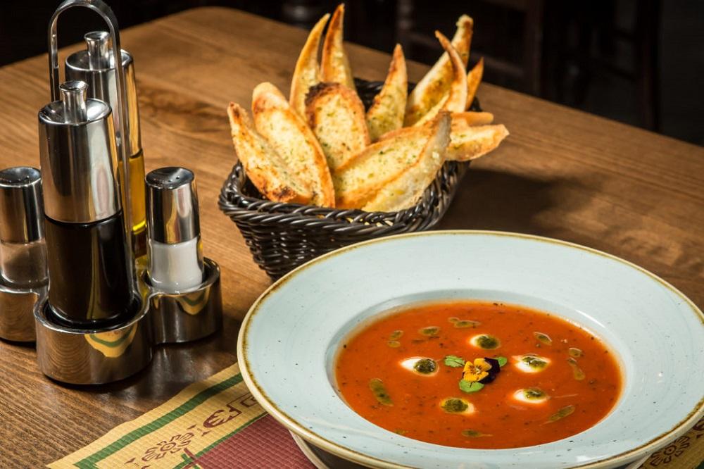 supa crema si felii de bagheta din business lunch la the temple social pub