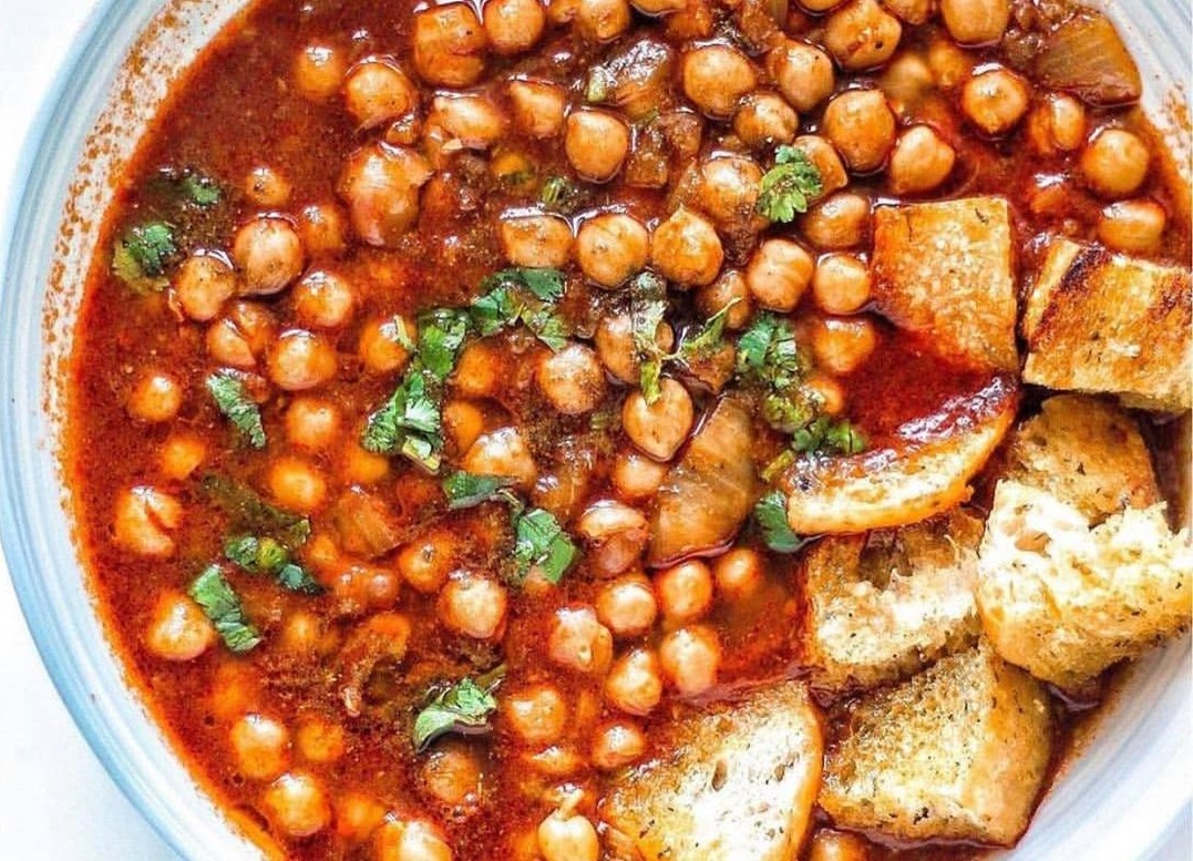 Lablami, mic dejun din Tunisia, o supa de naut in sos rosu
