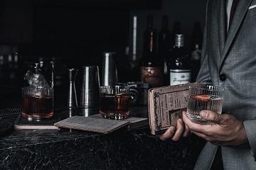 Top 5 cocktailuri preferate de James Bond (pe care ar trebui să le încerci și tu)